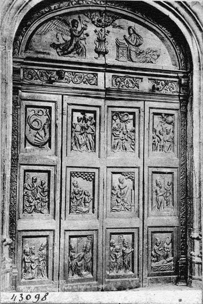 vantaux en bas-relief du portail : l'Annonciation, scènes de la vie de saint Véran, vue générale