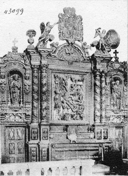 Retable et bas-relief du maître-autel : la Descente de Croix
