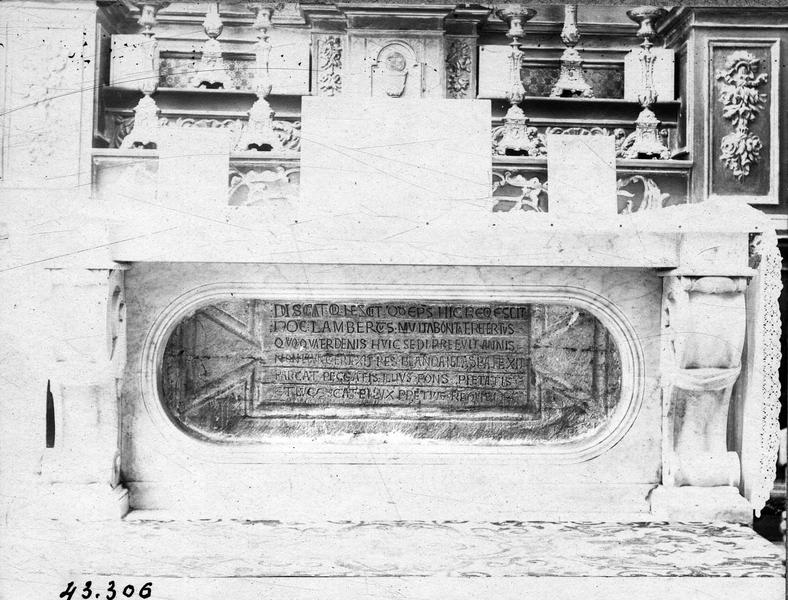 Monument funéraire de saint Lambert, évêque de Vence