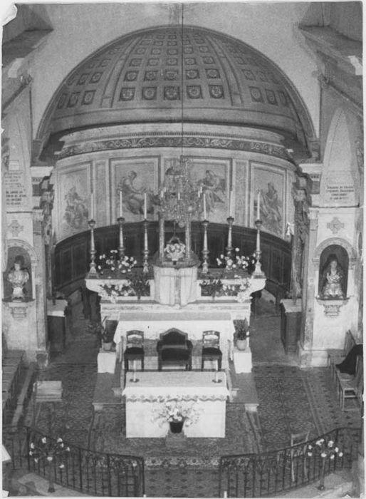 ensemble du maître-autel : autel, gradin d'autel, tabernacle et exposition, vue générale