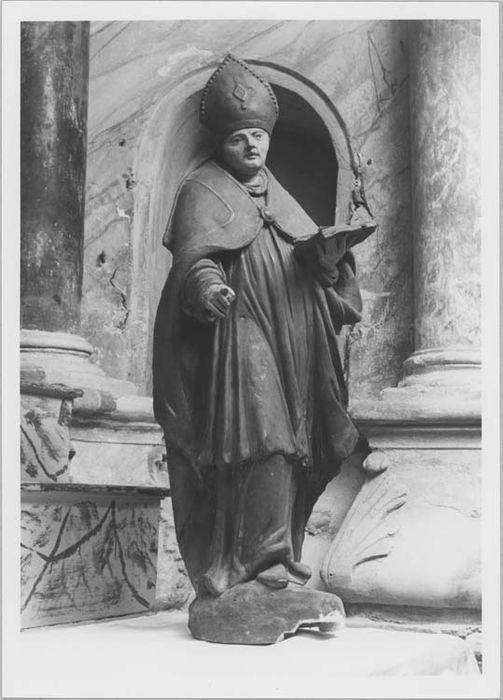 Statue (petite nature) : saint Claude ou saint Maur