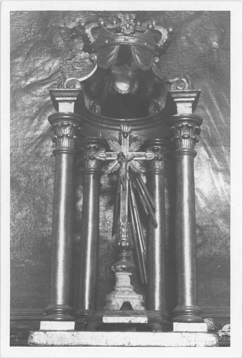 Exposition et croix d'autel