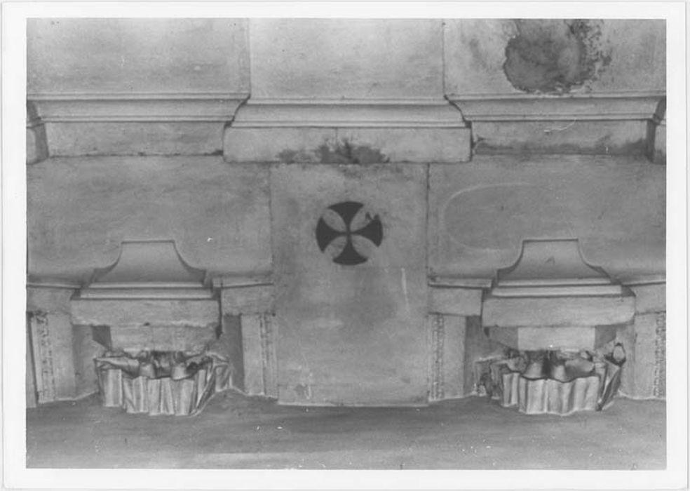 Éléments de 4 statues d'apôtres