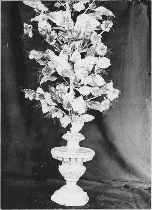 paires de pique-fleurs avec bouquets, vue générale