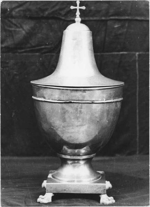 Burette : urne pour les huiles saintes