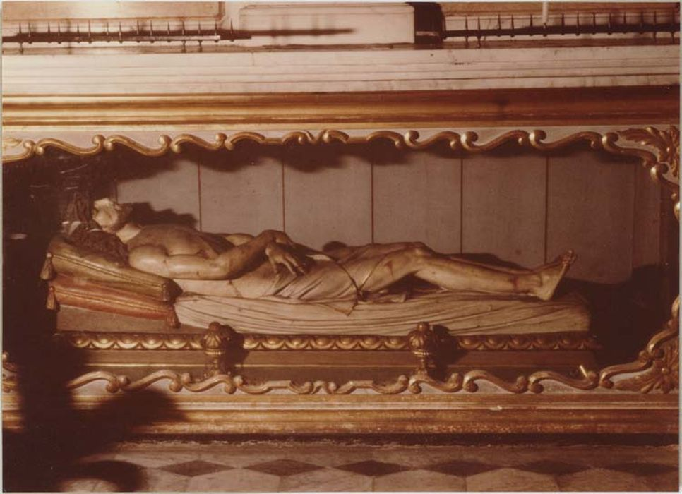 Statue (gisant) : le Christ au sépulcre