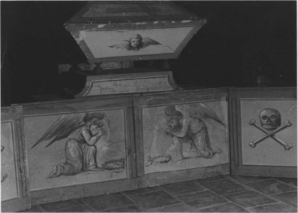 catafalque pour l'office des morts, sarcophages et douze tableaux en soubassement, vue générale