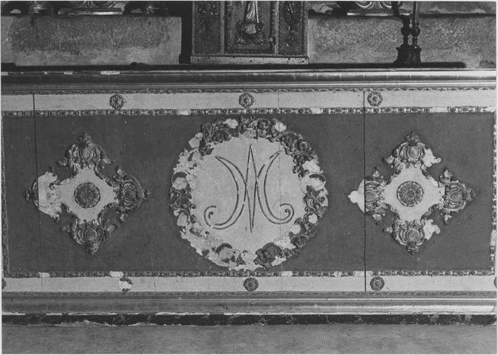 devant d'autel au monogramme de la Vierge et rosaces, vue générale