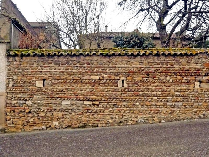 Mur de clôture. Mur de clôture en galets