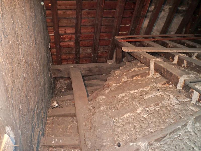 Extrados du plafond angle nord-est.