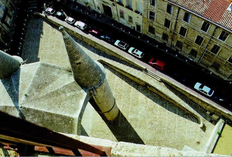 Calade, parvis vu du haut de la cathédrale
