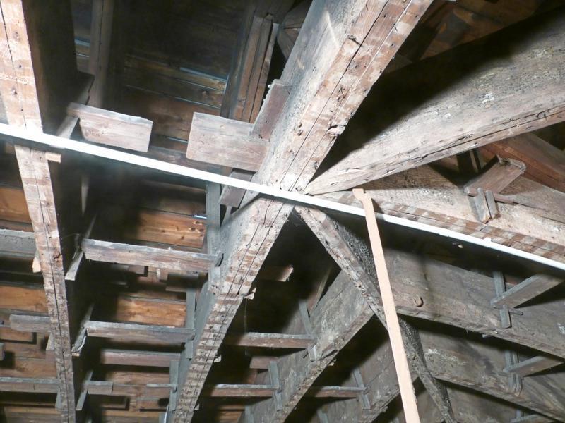 Charpentes du XVIIIe siècle. Assemblage d'une ferme avec les arêtiers du côté ouest, partie basse