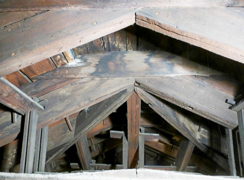 Charpentes du XVIIIe siècle. Assemblage d'une ferme avec les arêtiers du côté ouest, partie haute
