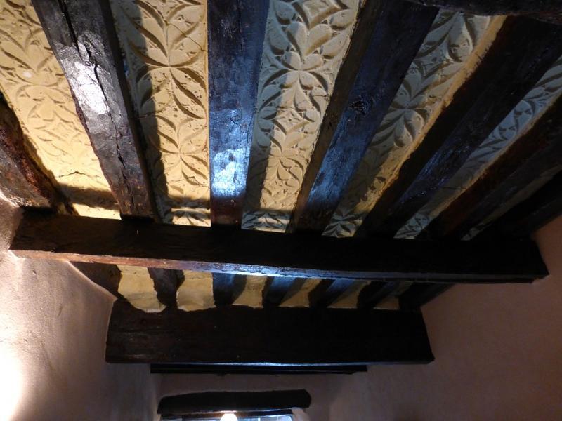 Plafond à entrevous plâtre, vue sur une travée