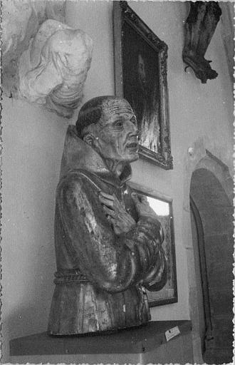 Buste-reliquaire : de saint Pierre d'Alcantara, bois sculpté, doré et peint (profil droit)