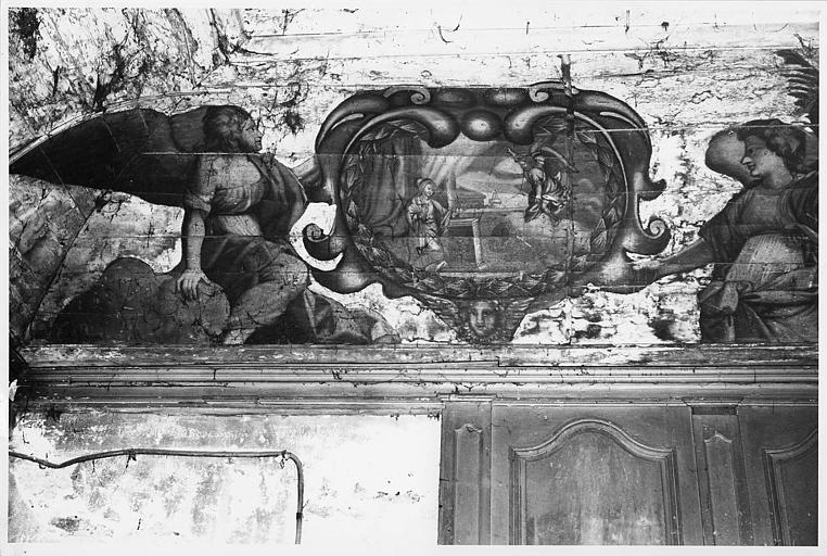 Peinture monumentale : L'Annonciation, scène peinte dans un cartouche tenu par deux anges, peinture sur panneaux de bois