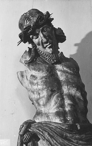 Statue : Christ en croix dit de Veyrines, bois sculpté (vue rapprochée, face)
