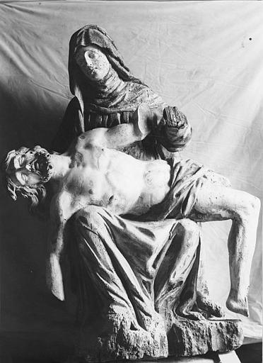 Groupe sculpté : Vierge de Pitié, bois sculpté, peint, après restauration