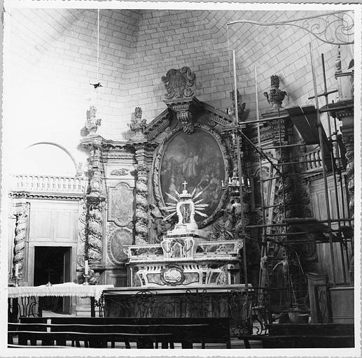 Autel, retable, tableaux (5) : autel majeur, retable architecturé agrémenté de 5 huiles sur toiles, tableau central ovale