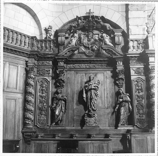 Retable, groupe sculpté, statues (2) : retable architecturé dit de l'Annonciation, 'Vierge à l'Enfant', 'Saint Joachim', 'Sainte Anne'