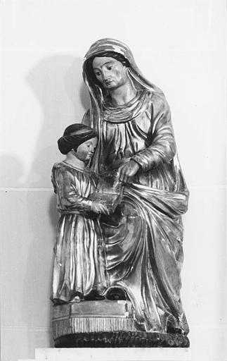 Groupe sculpté : 'L'Education de la Vierge', bois sculpté, peint, doré