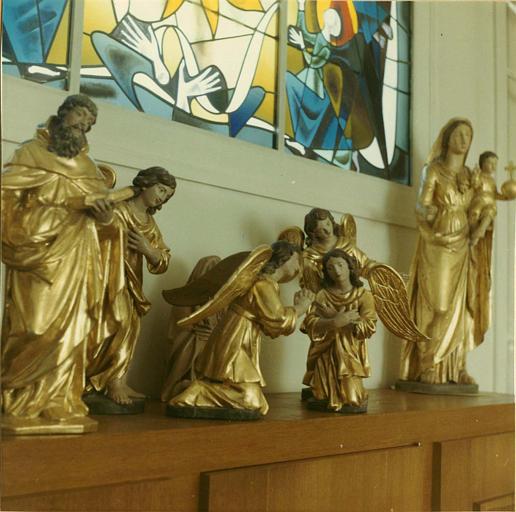 Statues (5), groupe sculpté : 4 anges adorateurs, saint Antoine ermite, Vierge à l'Enfant, bois, sculpté, peint, doré