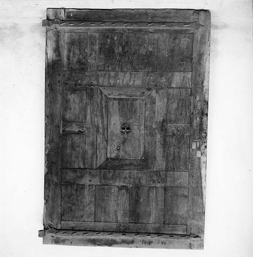 Porte : revers de porte en noyer, provenant de l'ancien couvent des Bénédictines