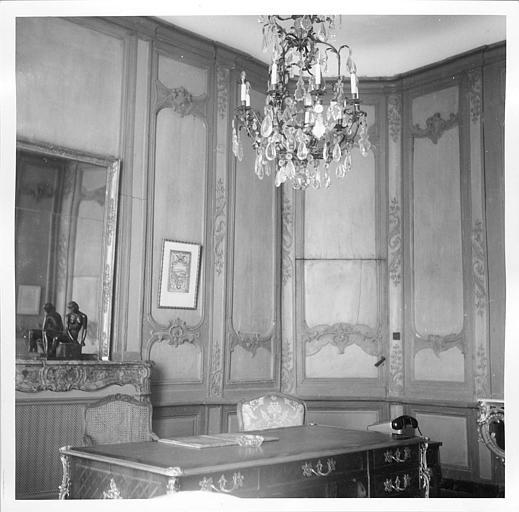 Lambris de revêtement : état de la pièce et des lambris Louis XV antérieur à la restauration