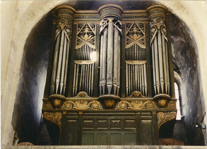 Buffet d'orgue : décor de rinceaux, feuillages et instruments de musique, bois sculpté, doré ; après restauration