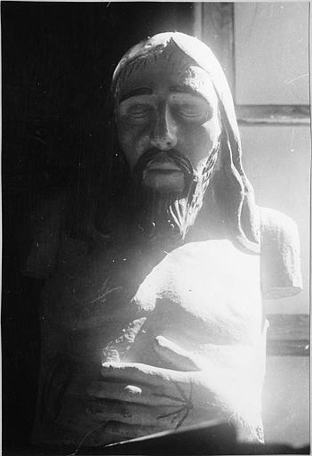 Buste : Christ mort, bois sculpté, peint