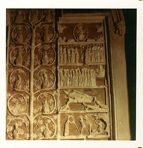 Bas-relief : 'L'arbre de Jessé', détail des scènes de la partie droite, Descente aux Lymbes, Résurrection etc., pierre sculptée, peinte