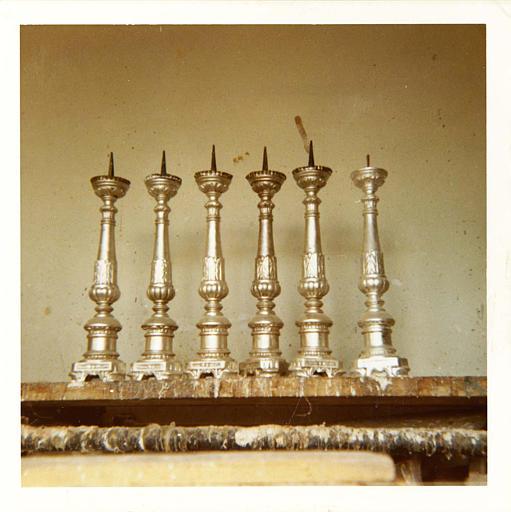 Chandeliers à décor de godrons et motifs végétaux, bois tourné, sculpté, argenté ; après restauration
