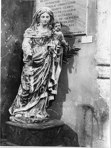 Groupe sculpté : 'Vierge à l'Enfant', bois sculpté, peint ; avant restauration