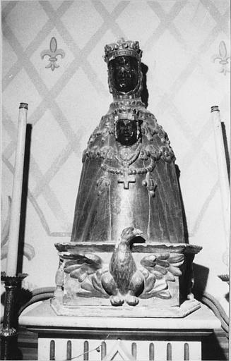 Groupe sculpté : 'Vierge à l'Enfant' dite 'Vierge noire de l'église de Nieigles', bois sculpté, doré