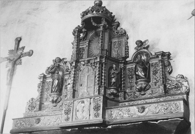 Tabernacle, exposition : tabernacle architecturé, quatre statuettes, exposition surmontée d'une couronne, bois sculpté, doré