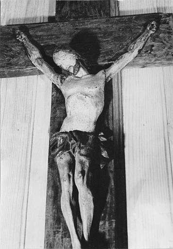 Statue : 'Christ en croix', vue rapprochée, bois sculpté, peint
