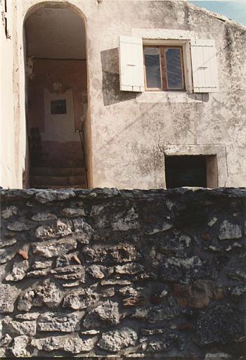 revêtement (décor extérieur) et bas-relief