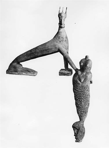 Statues (2) : animal fantastique assis, sirène