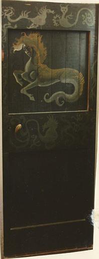 Peinture monumentale : sirène à pattes antérieures de cheval, peinte sur une porte
