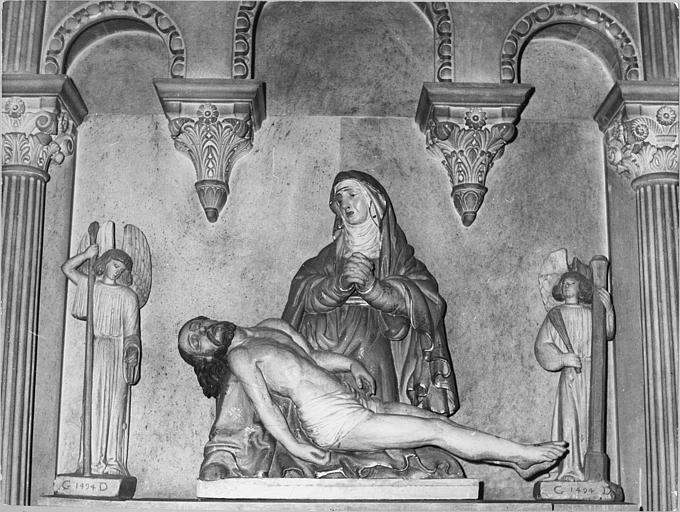 Groupe sculpté : 'Vierge de Pitié', bois sculpté, peint