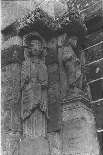 Statues (2) : statues du porche, saints personnages, pierre sculptée