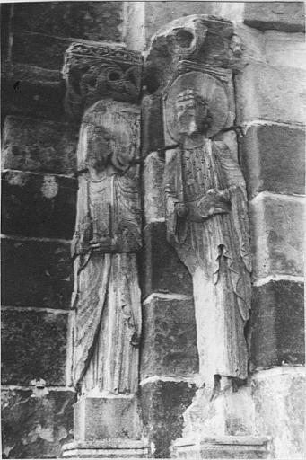 4 statues