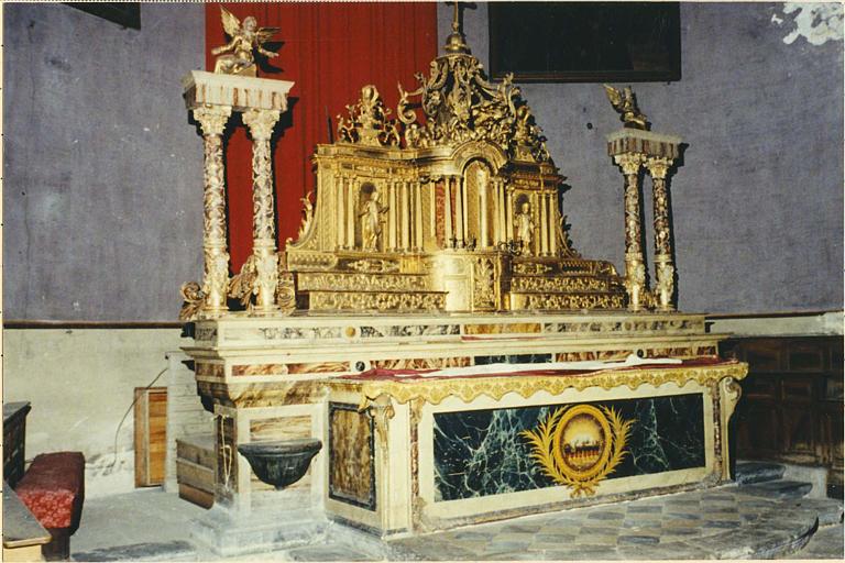 Autel, antependium, gradins (maître-autel)