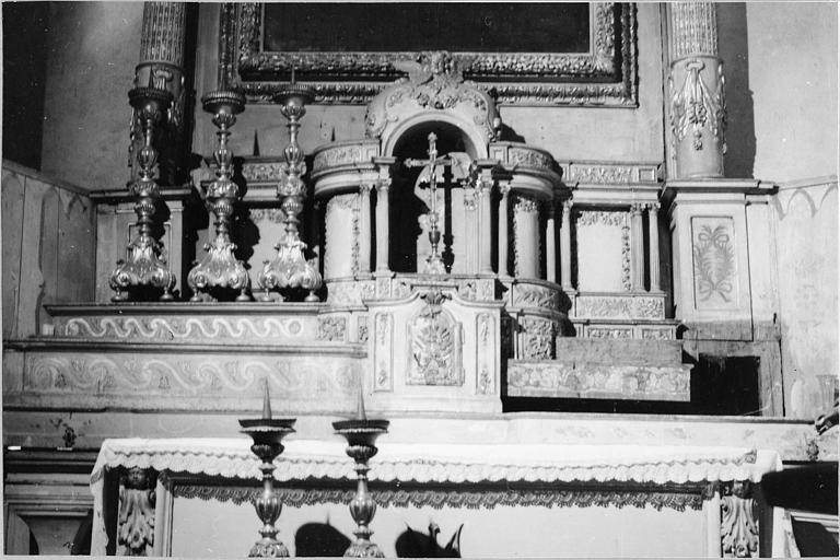 Gradins d'autel, tabernacle, exposition : tabernacle et exposition architecturés en bois sculpté