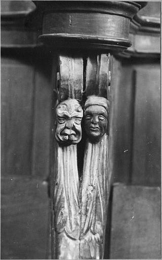 Stalles : détail du visage d'un des personnages fantastiques sculptés sur les parecloses