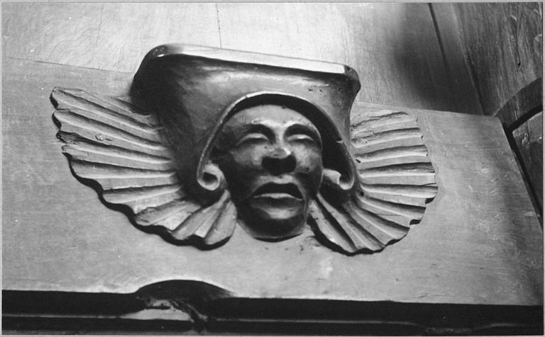 Stalles : détail d'une miséricorde sculptée d'un visage