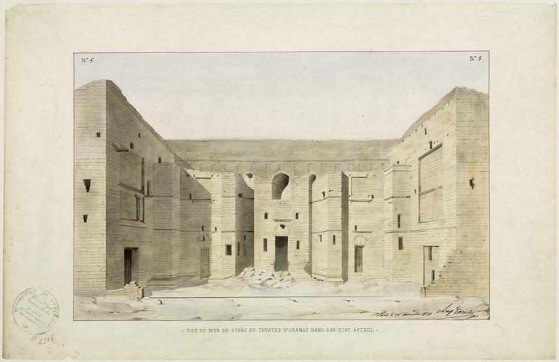 Théâtre antique : mur de scène, état actuel