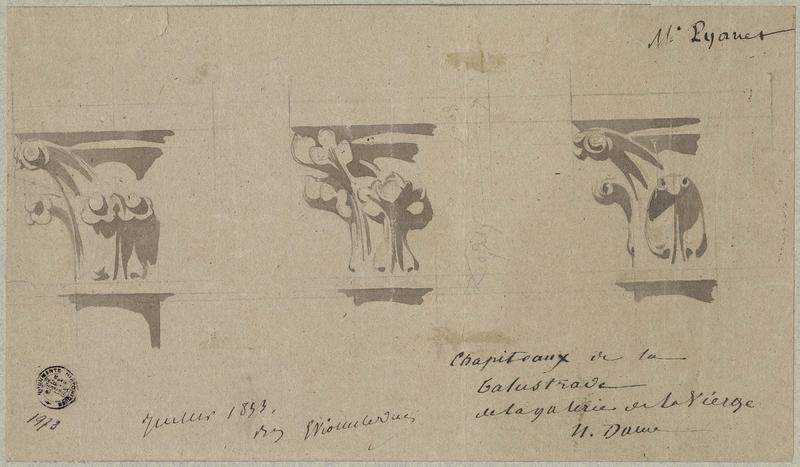 Façade ouest, galerie de la Vierge, chapiteaux pour la balustrade