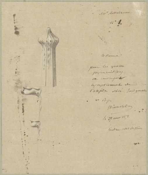 Choeur sud, fleuron pour les quatre pyramidions du contrefort exceptionnel (à gauche)