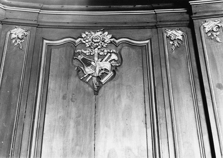 Lambris de revêtement, stalles, détail de motif sculpté, bois à motifs dorés